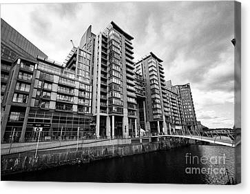 The River Irwell Between Spinningfields And Salford Manchester England Uk Canvas Print by Joe Fox
