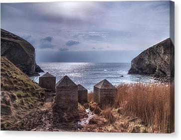 Wolbarrow Bay - England Canvas Print by Joana Kruse