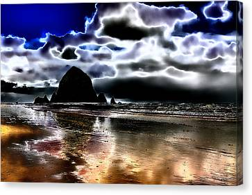 Haystack Rock On Cannon Beach Canvas Print by David Patterson