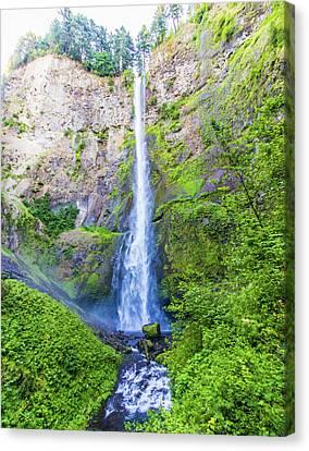 Canvas Print featuring the photograph Multnomah Falls by Jonny D