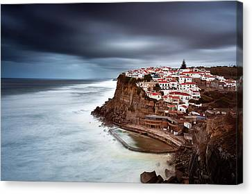Canvas Print featuring the photograph Upcoming Storm by Jorge Maia