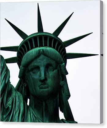Centre Canvas Print - Statue Of Liberty by Martin Newman