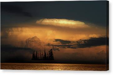 Canvas Print featuring the photograph 4476 by Peter Holme III
