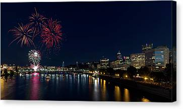 4th Of July Fireworks At Portland Waterfront 2016 Canvas Print by David Gn