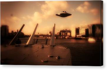 Ufo Sighting Canvas Print by Raphael Terra