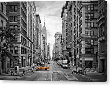 Urban 5th Avenue Nyc Canvas Print by Melanie Viola