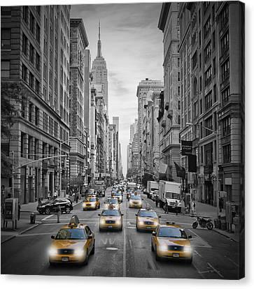5th Avenue Nyc Traffic Canvas Print by Melanie Viola