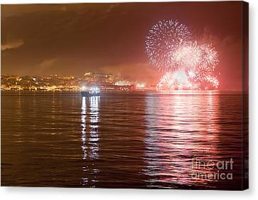 Fireworks At New Year's Eve In Lisbon Canvas Print by Andre Goncalves