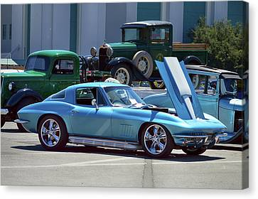 Canvas Print featuring the photograph 67 Corvette Bb Coupe by Bill Dutting
