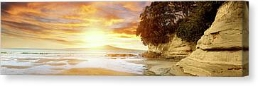 New Zealand Canvas Print by Les Cunliffe