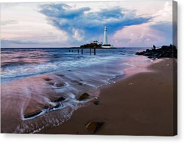 Saint Mary's Lighthouse At Whitley Bay Canvas Print by Ian Middleton