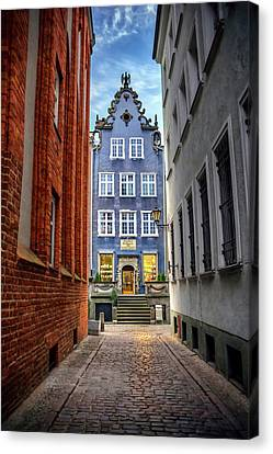A Glimpse Of Mariacka Street In Gdansk Poland Canvas Print