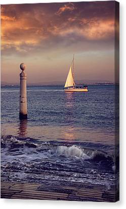 A Lisbon Sunset By The Tagus River Canvas Print