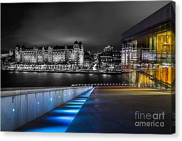 A Tale Of Two Buildings Canvas Print
