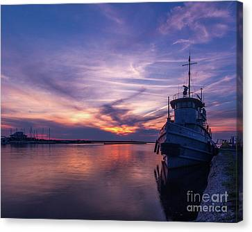 A Tugboat Sunset Canvas Print by Rod Best