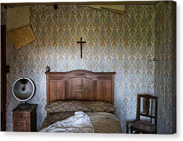 Abandoned Bed Room - Urban Exploration Canvas Print by Dirk Ercken