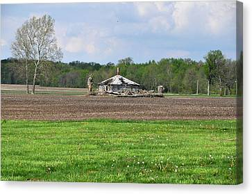 Canvas Print featuring the photograph Abandoned Farmhouse by John Black