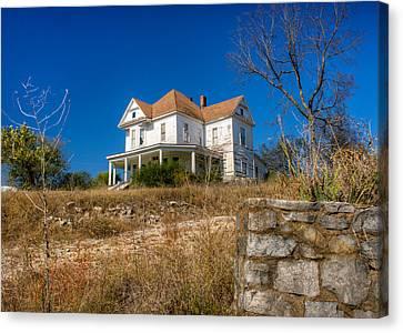 Abandoned Home In Imbodan Canvas Print by Douglas Barnett