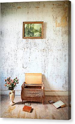 Abandoned Memories -urbex Canvas Print by Dirk Ercken