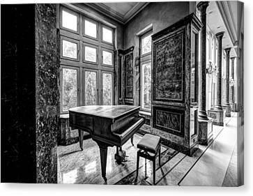 Abandoned Piano Monochroom- Urban Exploration Canvas Print