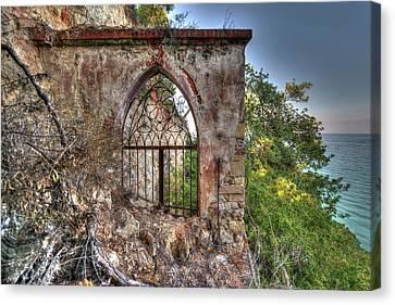 Abandoned Places Iron Gate Over The Sea - Cancellata Sul Mare Canvas Print