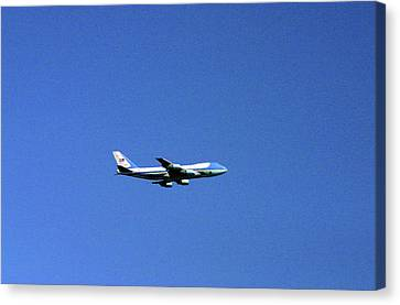 Canvas Print featuring the photograph Air Force One In Flight by Duncan Pearson