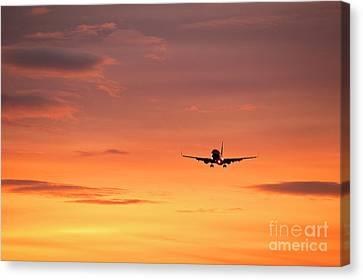 Airlpane In Flight Canvas Print by John Greim