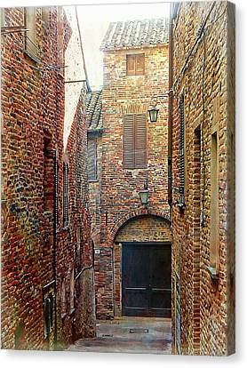 Alley View 1 Citta Della Pieve, Umbria Canvas Print by Dorothy Berry-Lound