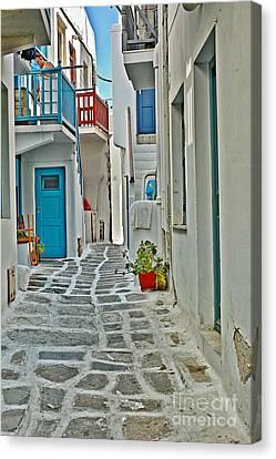 Alley Way Canvas Print by Joe  Ng