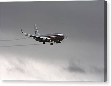 American Airlines-landing At Dfw Airport Canvas Print