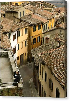 Amore In Cortona Canvas Print by Al Hurley