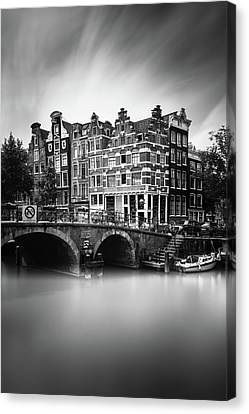 Amsterdam, Brouwersgracht Canvas Print by Ivo Kerssemakers