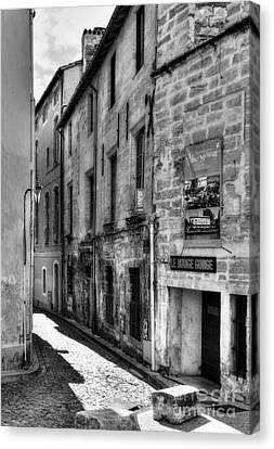 An Alley In Avignon 2 Bw Canvas Print