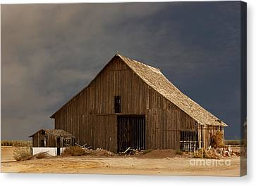 An Old Barn In Rural California Canvas Print by Mark Hendrickson