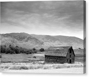 An Old Barn Canvas Print by Mark Alan Perry