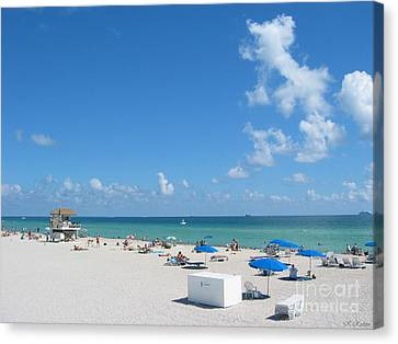 another fine day in South Beach Canvas Print by Keiko Richter