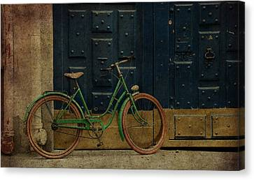 Antique Bicycle 1c Canvas Print by Andrew Fare