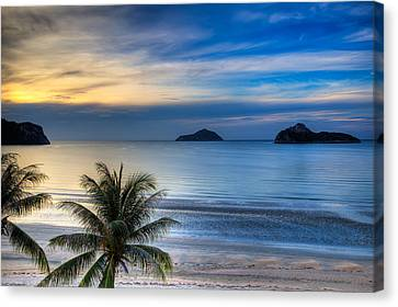 Ao Manao Bay Canvas Print by Adrian Evans