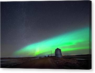 Canvas Print featuring the photograph Arc Of The Aurora by Dan Jurak