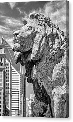 Art Institute In Chicago Lion Black And White Canvas Print by Christopher Arndt