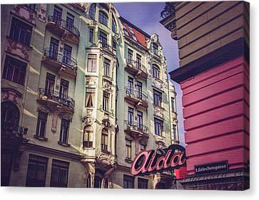 Art Nouveau In Vienna  Canvas Print by Carol Japp