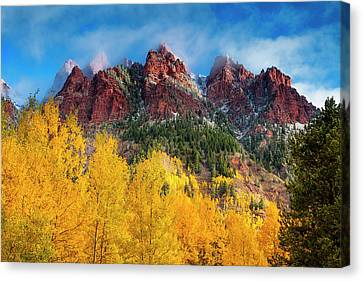 Canvas Print featuring the photograph Aspen Morning by Andrew Soundarajan