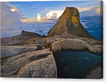 Canvas Print featuring the photograph At The Summit by Ng Hock How