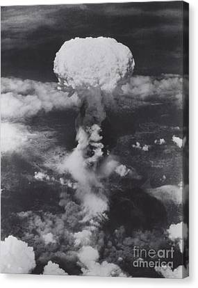 Atomic Bomb, Hiroshima, 1945 Canvas Print by Science Source