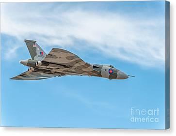 Avro Vulcan Xh558  Canvas Print by Adrian Evans