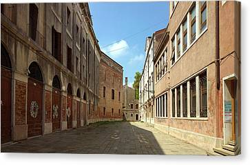 Canvas Print featuring the photograph Back Street In Venice by Anne Kotan