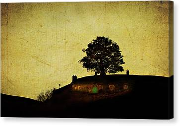 Bagend At Dusk Canvas Print by Linde Townsend
