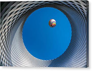 Ballon [ O ] Canvas Print by Markus Lissner