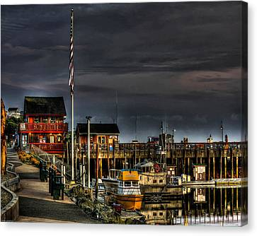 Canvas Print featuring the photograph Bandon Boat Basin At Dawn by Thom Zehrfeld
