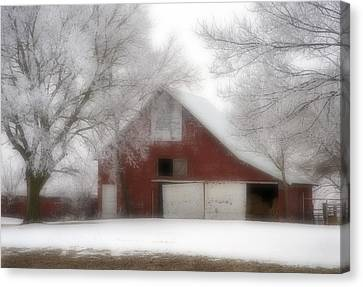 Barn Fog And Hoarfrost Canvas Print by Fred Lassmann